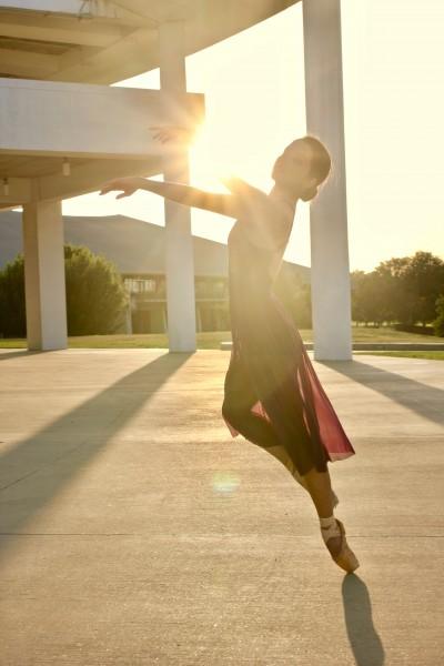 一个跳舞的美女图片(10张)