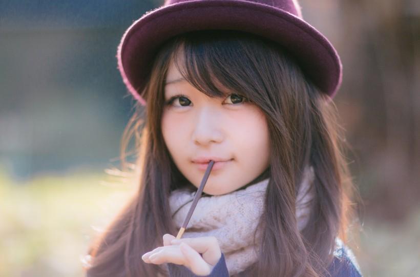 戴着紫色帽子的长发日本女孩图片(9张)