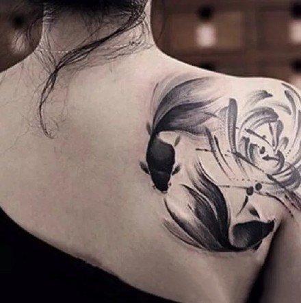 女生水墨纹身 适合女性的9款黑灰水墨纹身图片