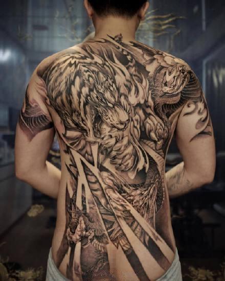 传统人物等风格的的12款大满背纹身图案