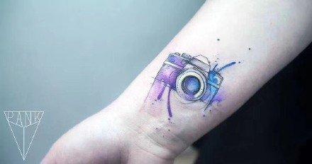蓝紫色调的8款水彩色小清新纹身图片