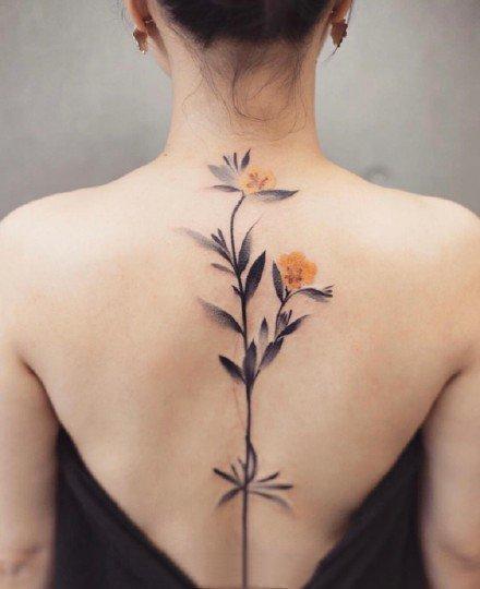 女生纹身美背 女孩子后背彩色水墨花朵等小纹身