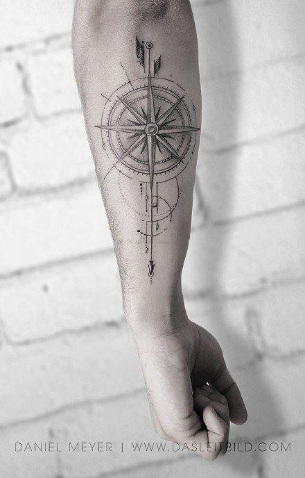 指南针纹身 18款指南针怀表主题的纹身作品图片