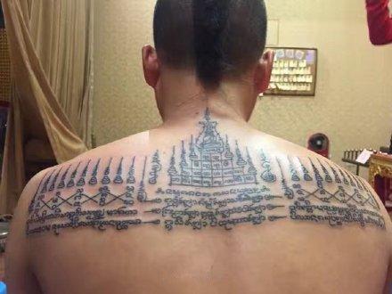 九塔幸运符纹身 九塔状佛经主题的泰国刺符纹身图案