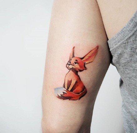 很可爱的一组红色小狐狸纹身图片