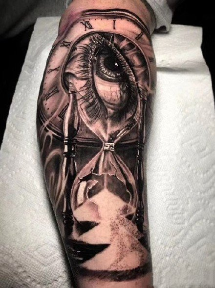 黑灰沙漏的9款纹身作品