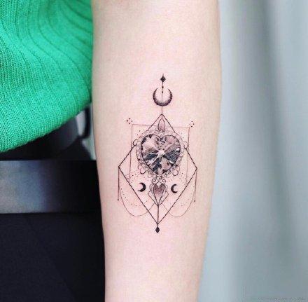 女生小清新的9款漂亮几何创意纹身图片
