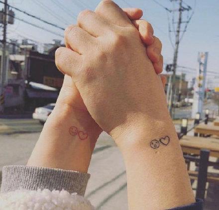 充满个性和简洁风格的友情,情侣纹身