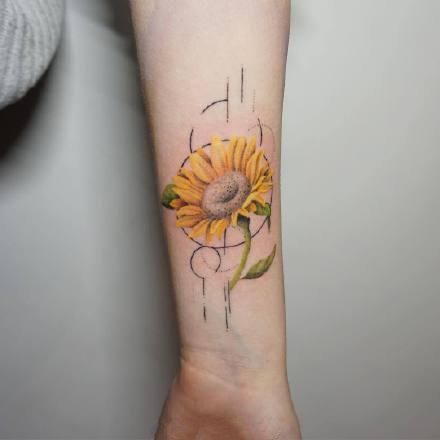 一组小清新彩色花朵纹身图案
