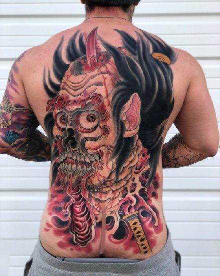 一组传统风格的满背纹身图案
