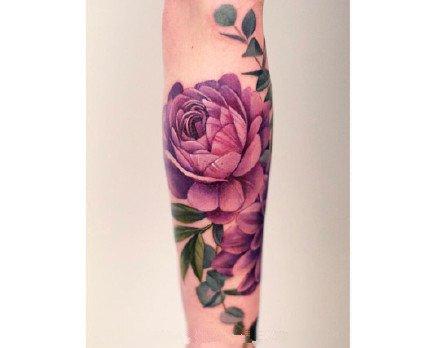 一组彩色花朵女生纹身图案