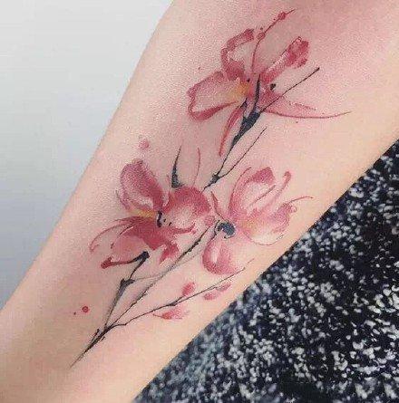 一组唯美的水彩女生纹身图案