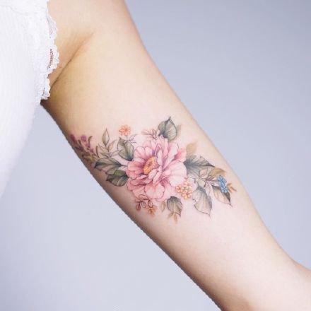 一组小清新花卉彩色纹身图案