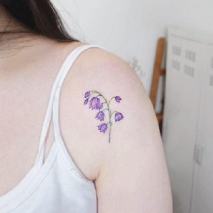 一组小清新手臂花卉纹身