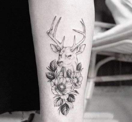 一组绝美的素描花纹身图案