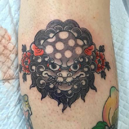 一组传统可爱的彩色纹身图案