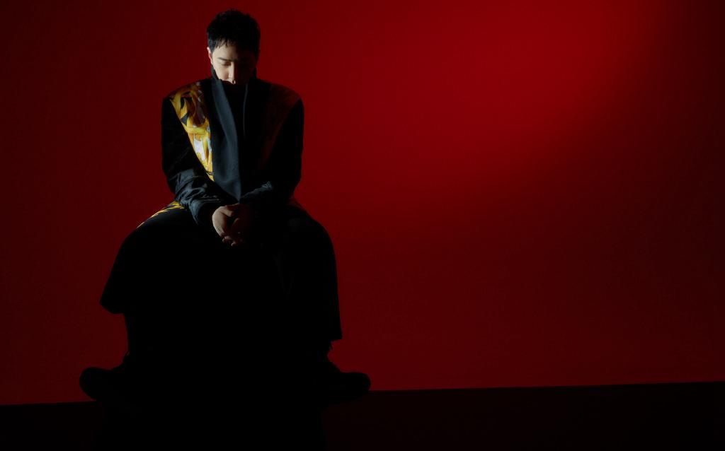 潘玮柏红与黑造型写真图片