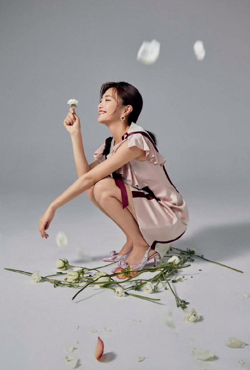 包文婧优雅柔美时尚写真图片