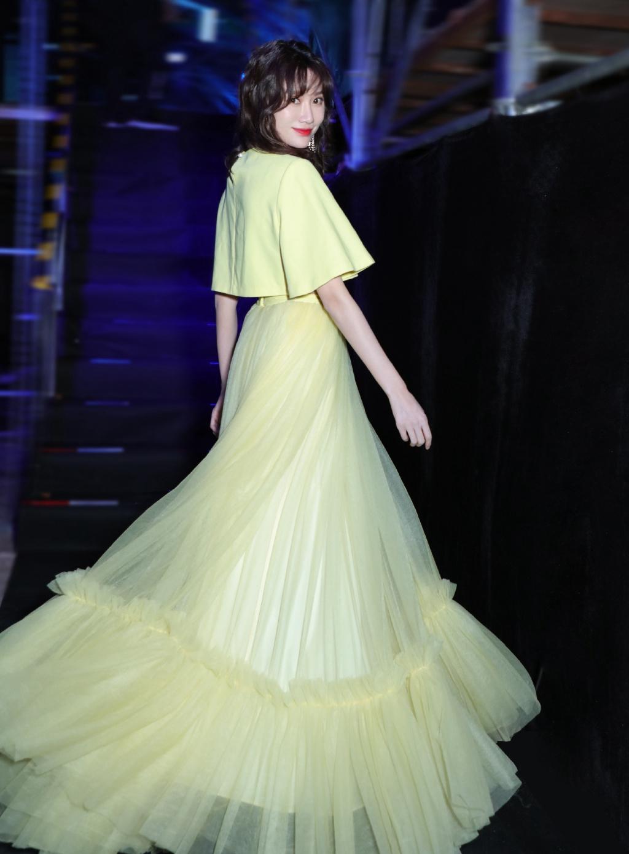 李斯羽优雅长裙活动图片