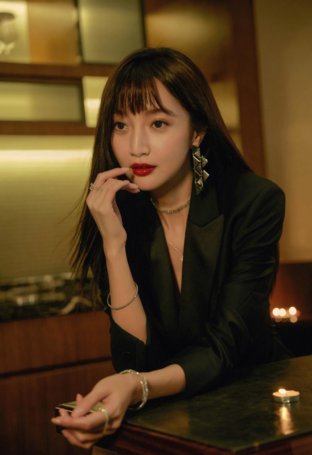 郑雅文西装短裙妩媚写真图片