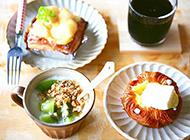 自制水果酸奶和面包 营养又健康