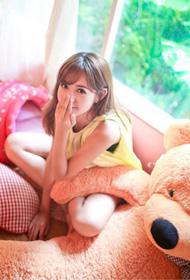 抱抱熊美女写真高清图片