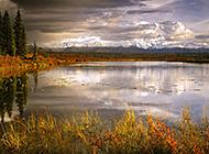 阿拉斯加高山下的风景壁纸