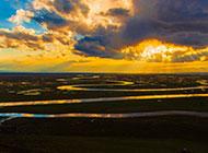 广阔草原宁静的黄昏美景图片