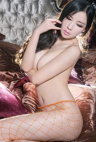模特王可欣大胆人体艺术图片