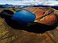 火山口上的湖泊美景高清组图