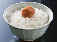 热气腾腾的白米饭图片