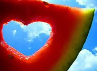 夏日必备甜美多汁的西瓜图片