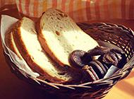 早餐必备的切片吐司面包图片
