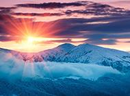 美丽的山顶风景落日图片