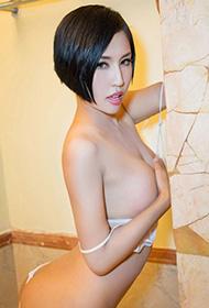 娜依灵儿浴室高清性感写真