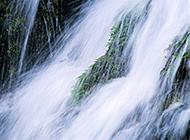 水流喘急的溪流瀑布美景图片