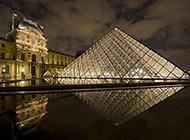 享誉世界的卢浮宫玻璃金字塔图片