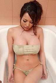 日本非主流风韵美女大玩人体艺术诱惑