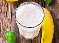 夏季健康营养香蕉牛奶饮品