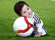 超萌宝贝诠释足球巨星范