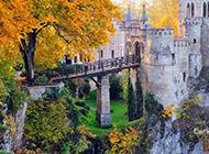 Windows 7森林城堡风景壁纸