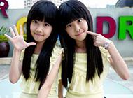 可爱甜美的双胞胎姐妹写真图片