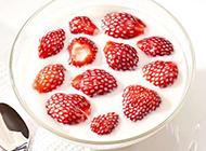 夏天诱人的草莓双皮奶图片