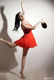 戴雪儿红裙舞动撩人写真