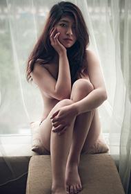 美女酒店浴室人体艺术摄影图片