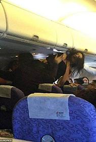 美国网友殴打插队中国游客 到底是错还是对?