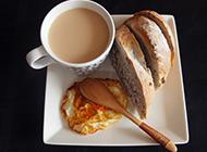 营养早餐必选咖啡面包煎蛋