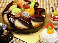 美味可口的水果巧克力蛋糕图片欣赏