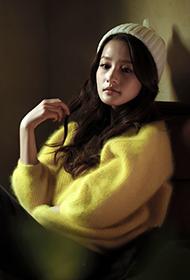 当红人气女星李沁冬日甜美笑容写真