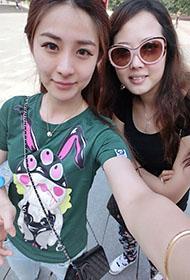 网络美女杨雨薇与闺蜜自拍照